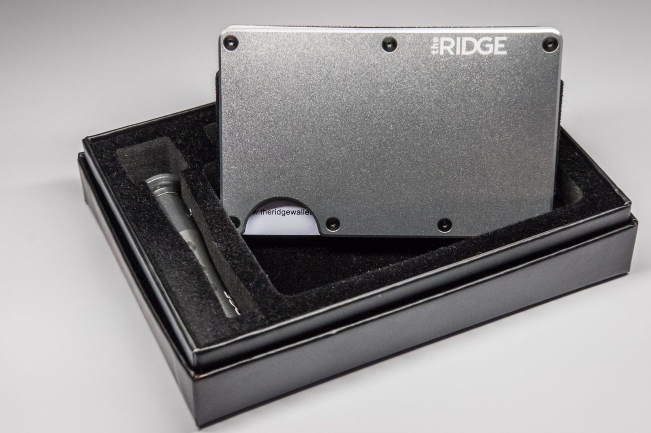 Photograph showing the Ridge Wallet Silver Aluminium Finish